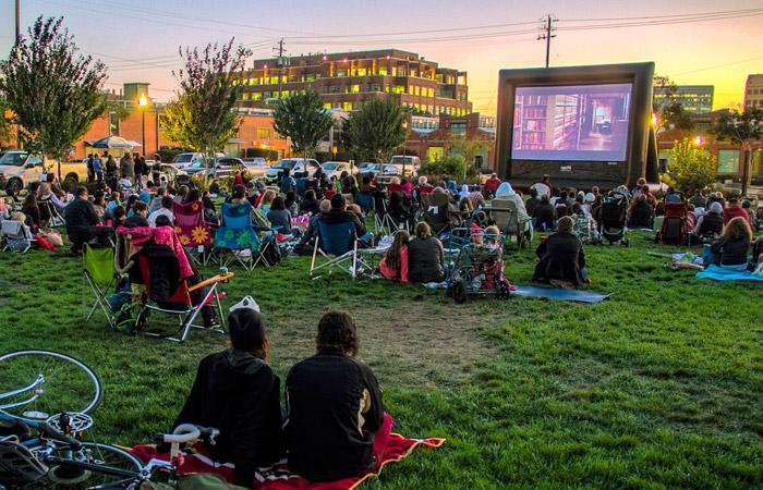 Blockbuster Screen 500 Attendees Funflicks Outdoor Movies